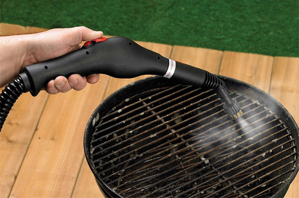 Steam-Cleaner on Grill